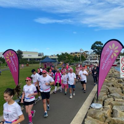 People running and walking for breast cancer research in Huskisson, NSW